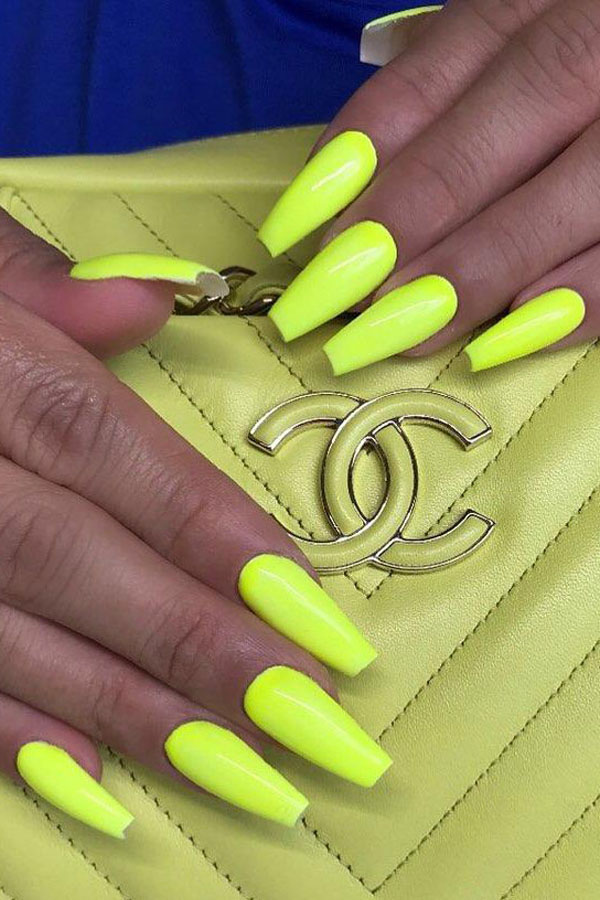 31 Great Yellow Nail Art Designs