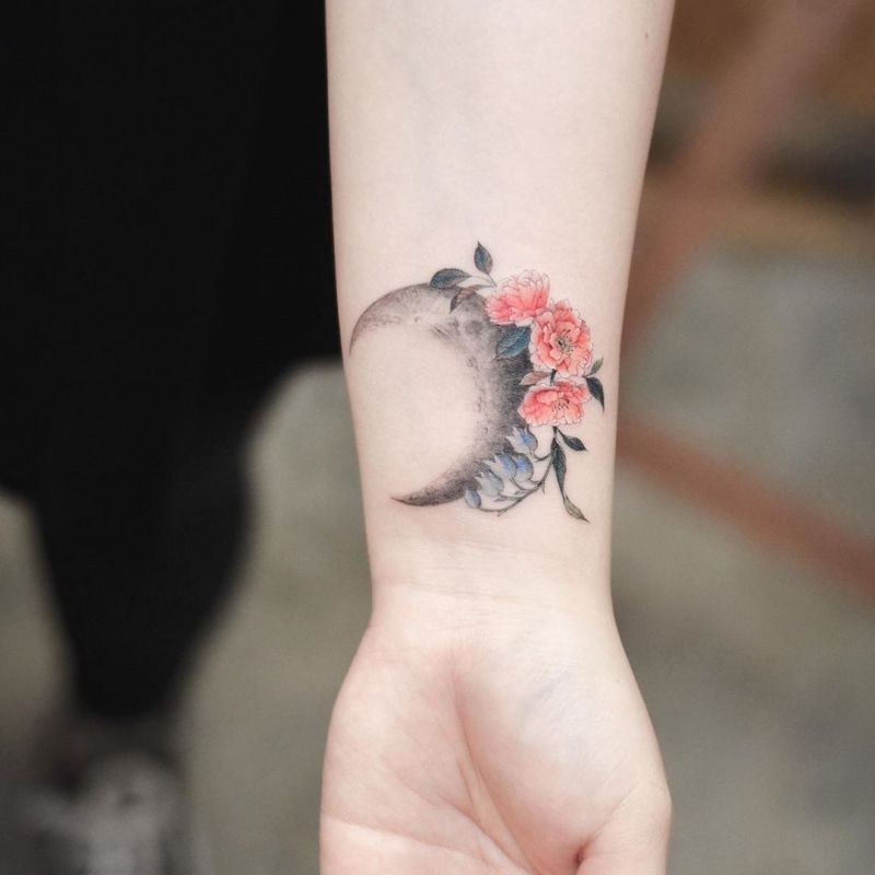36 Striking Moon Tattoo Designs