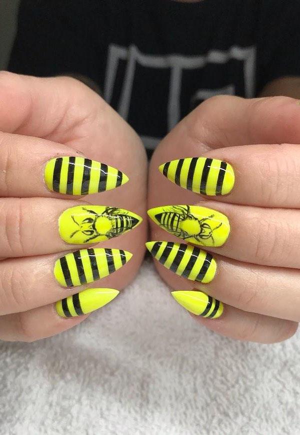 31 Great Yellow Nail Art Designs