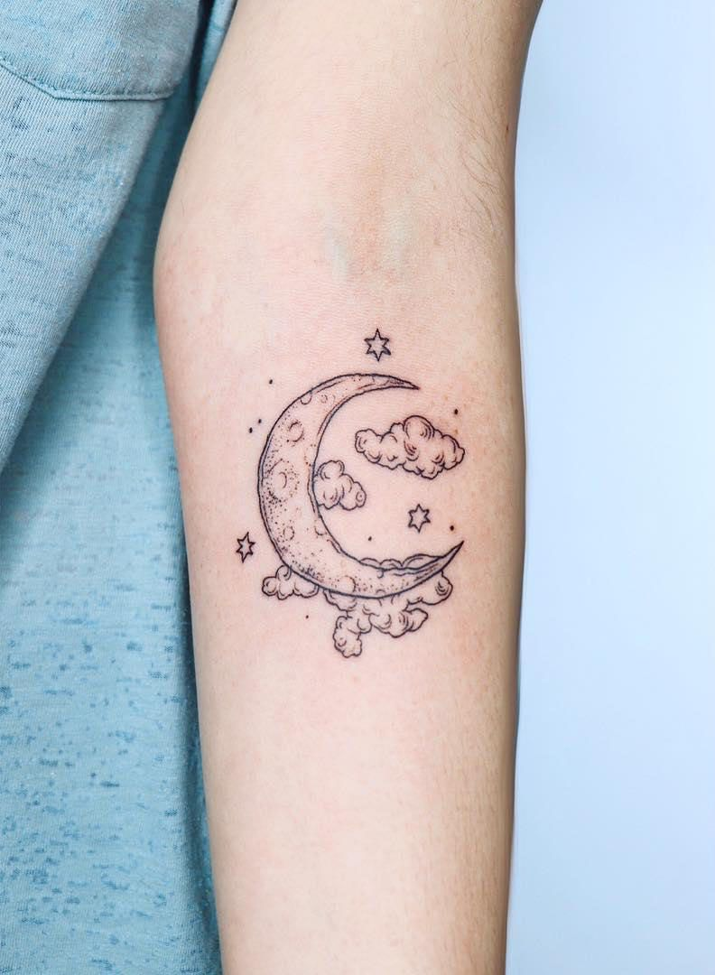 36 Striking Moon Tattoo Designs