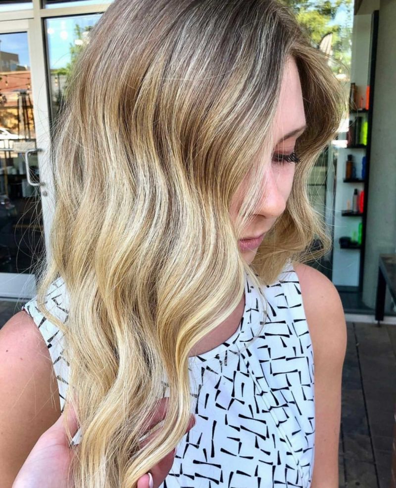 40 Perfect Long Wavy Hairstyles For Women