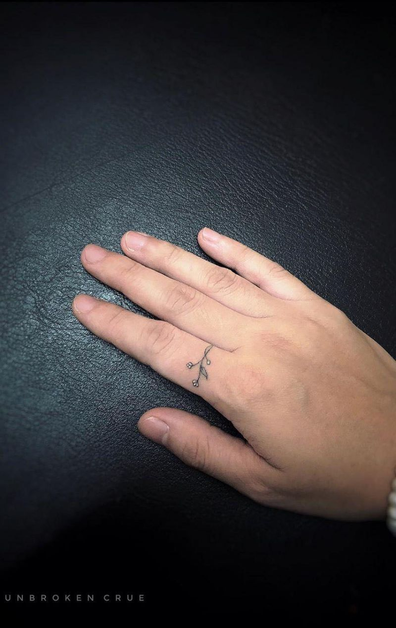 44 Small Hand Tattoos for Men and Women You Will Love