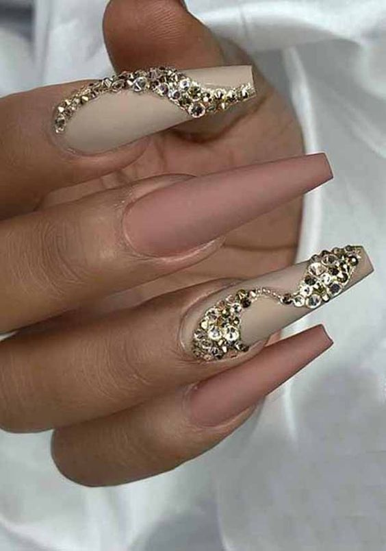 50 Trendy Holiday Nail Designs for New Years