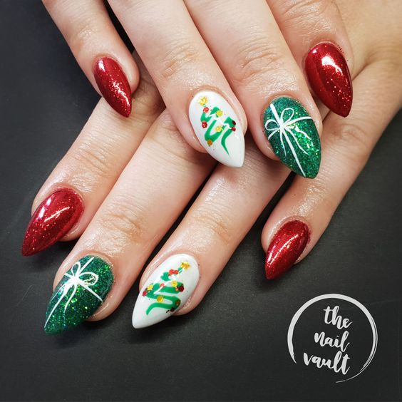 50 Trendy Green Christmas Nails To Celebrate Holiday