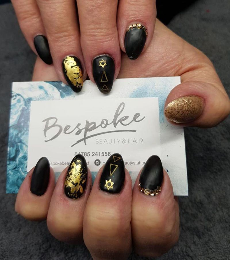50 Gorgeous Black and Gold Nails to Express Your Personality