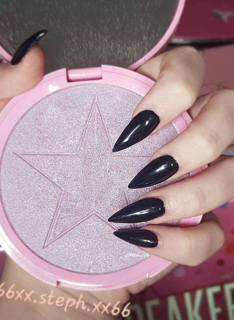 40 Pretty Black Stiletto Nails You Will Love