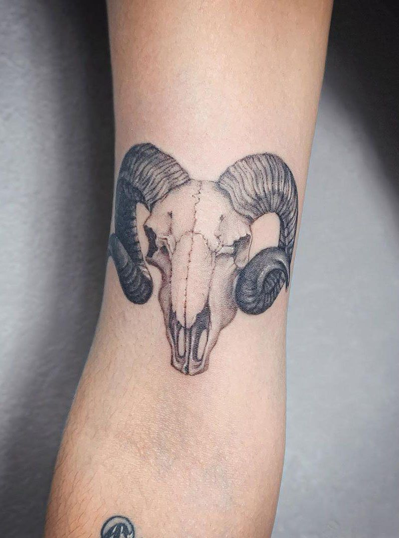 55 Pretty Bull Skull Tattoos to Inspire You